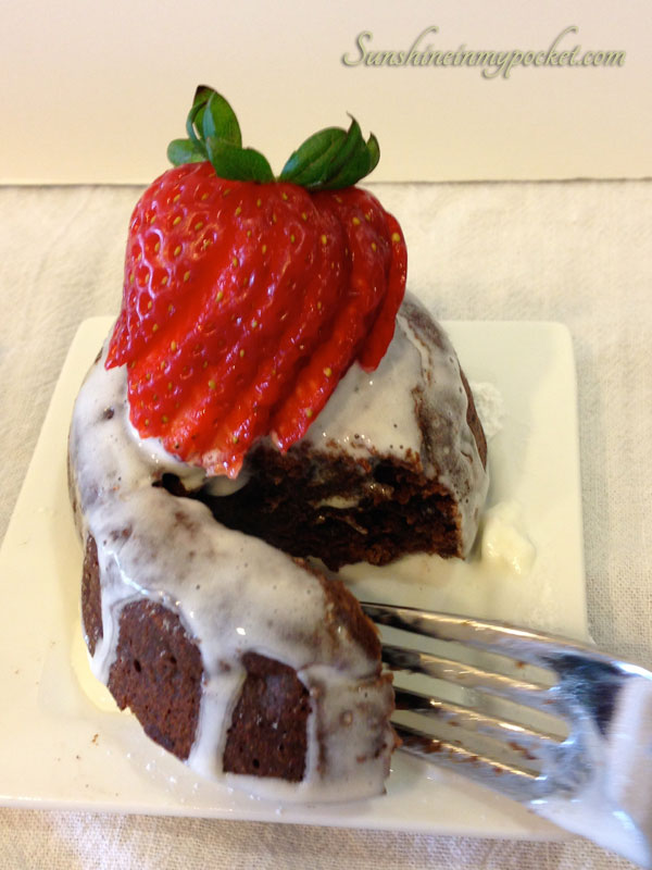 molten-cake-with-fork